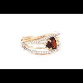 Кольцо с треугольным гранатом и фианитами, красное золото