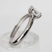 Кольцо классическое, один фианит в форме сердца, белое золото 585 пробы